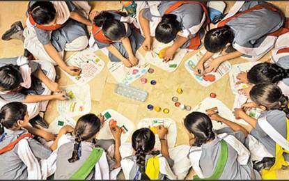 Aman ki Asha 'handkerchiefs for peace' at Ladybird Grammar School, Karachi