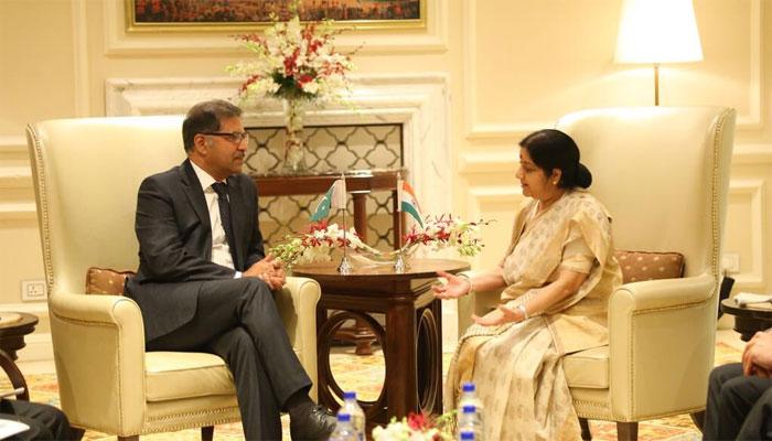Pakistan delegation meets Sushma Swaraj, extends condolences on demise of Vajpayee