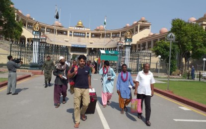 Amidst election fever, India repatriates 13 Pakistani prisoners